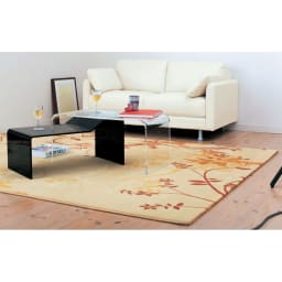 InShore/インショア コンビテーブル アクリルテーブル [コーディネート例]クリア&ブラック 伸長テーブルのようにテーブル天板を広々と活用できます。