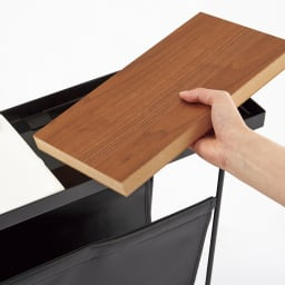 コンパニオン サイドテーブル 木製天板はナチュラルとダークブラウンのリバーシブル仕様。