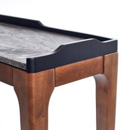 Elusso/エルーソ 石目調天板コンソール・ミニテーブルシリーズ 天板のサイド、奥には置いたものが落ちないこぼれ止めと装飾を兼ねた立ち上がりの枠付き。