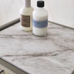 Lueurll/リュエール ニュアンスシルバーランドリー バスケットワゴン4段 大理石調の天板は光沢のある化粧板で、汚れに強くふき取るだけでお手入れ簡単です。