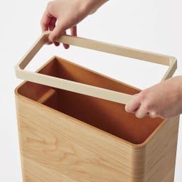 曲木の薄型ダストボックス ロー ごみ袋止めのインナーリング付きで、外側にビニールがはみ出ない仕様です。