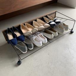 シューズボックス下ワゴン シューズワゴン 見逃しがちなシューズボックス下を靴の収納スペースに変えるプラスワンの玄関収納です。