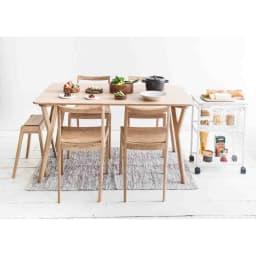 ウッドスリムスツール ウォルナット コンパクトなサイズ感なので、来客時の椅子としても便利です。