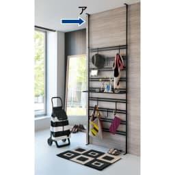 ダブルラダーパーテーション 幅80cm フック6個 [使用イメージ]ブラック ※棚板は別売りの商品です。(付属品ではございません)