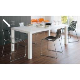 Multi マルチダイニングテーブル ウッドレッグタイプ 幅180cm コーディネート例:ホワイト 広い表面材を貼り、複数回もの丁寧な塗装を施されるホワイト。写真は200cmタイプです。