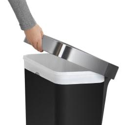 simplehuman/シンプルヒューマン ゴミ袋ホルダー付ペダルペール ゴミ袋を交換する際に簡単に持ち上げることができるリムライナー。