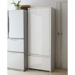 Rerve/レルヴェ 壁面収納引き戸キッチンパントリー 奥行45cm幅50cm高さ180cm とびらを閉めればすっきりシャープなデザインに、シルバーのハンドルが輝く上質な素材感が魅力。