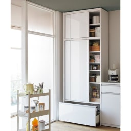 Rerve/レルヴェ 壁面収納引き戸キッチンパントリー 奥行45cm幅50cm高さ180cm 造り付け家具のようにすっきり美しいルックス、食品ストックが一目で見渡せて管理しやすく 出し入れもラクな収納性。開閉に場所をとらない省スペース性も引き戸ならではです。