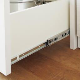Rerve/レルヴェ 壁面収納引き戸キッチンパントリー 奥行45cm幅50cm高さ180cm 引き出しはフルスライドレールを採用。奥までしっかり引き出すことができ、開閉はスムーズ。