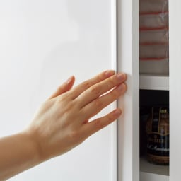 Rerve/レルヴェ 壁面収納引き戸キッチンパントリー 奥行45cm幅50cm高さ180cm アルミ製の引き手がシャープなアクセントに。持ちやすくお手入れも簡単。