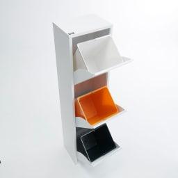 DOTTUS/ドッタス ダストボックス3段(3分別ゴミ箱)幅34cm奥行24cm高さ136cm ペールはホワイト・オレンジ・深いグリーンでカラフルに。キッチンの時間を楽しく演出します。