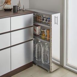 ステンレス製キッチンすき間収納ワゴン ロータイプ(高さ81cm) 幅10cm奥行60.5cm ロータイプはカウンターの横などに便利。天板部分もちょっとした仮置きスペースに活用できます。