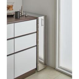 ステンレス製キッチンすき間収納ワゴン ロータイプ(高さ81cm) 幅10cm奥行60.5cm すっきりとしたデザインと、ステンレスの前板でまるで作り付けのような美しさ。