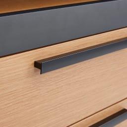 Boulder/ボルダー 石目調天板キッチンシリーズ カウンター 幅90cm 奥行45cm マットブラック仕上げの取っ手は、全体の印象を引き締める効果も。