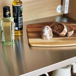 Milovy/ミロヴィ キッチンボード オープンボード 幅96cm 中段の天板は熱い鍋も置けて汚れにも強いステンレス製。