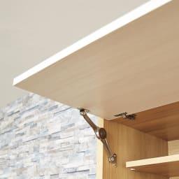 Milovy/ミロヴィ キッチンボード オープンボード 幅126cm 上部の収納スペースはワンアクションで開くフラップ扉式。片手でサッと開けられます。