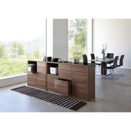 Granite/グラニト アイランド間仕切りキッチンカウンター幅120cm 家電収納付き シリーズ組み合わせ例 シャープなシルエットと、ブラック×ウォルナット調の組み合わせがシックでモダンな雰囲気。