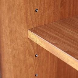 Sorrento/ソレント リビングキャビネット 幅76高さ95cm 板扉 棚板は金属製のダボでしっかり固定。