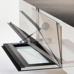Boulder/ボルダー 石目調天板テレビ台 幅150cm フラップ扉は、ゆっくり吸い込まれるように閉まるダンパー仕様。