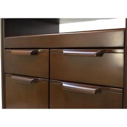 Modernew/モダニウ リビング収納シリーズ キャビネット 幅60 丁寧に削りだした手触りの良い把手。