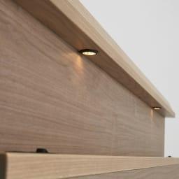 【配送料金込み 組立・設置サービス付き】シェルフスリム 引き出し付きベッド 6.5インチピロートップ ヘッドボードのLED照明が枕元をやさしく照らします。