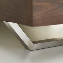 GlanPlus/グランプラス ベッド 高密度ポケットコイルマットレス フットボード側の脚はステンレス製で、天然木と美しく調和。