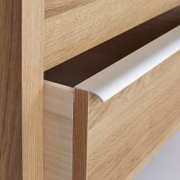 Antisala/アンティサラ クローゼットユニット収納・オーク 幅80cm オープン棚&チェスト ハンドルには上質感のあるアルミ材を採用。マットな仕上げで優しく光り、硬質過ぎないフェミニンな印象がこだわり。