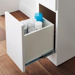 Milath/ミラス 薄型ワイドドレッサー 幅87.5cm 奥行30cm高さ132cm 深引き出しにはボトル類を立てて収納が可能です。大容量の化粧水ボトルも安心。