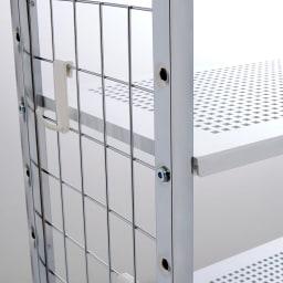 Ferrell/フェレル 伸縮式収納ラック 3段 サイドのフックに小物を掛けて収納できます。