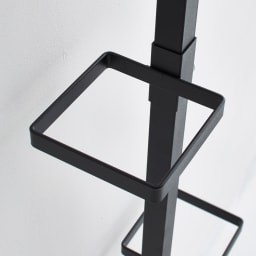 Euphy/ユフィ つっぱりハンガーラック スクエア型 リングはフラットな形状で、いろいろなものを掛けやすい。高さ調節は工具不要のねじ留めで、簡単に調整可能。