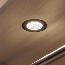 Vises/ヴィセス オープンワードローブ 幅60cm ハンガー&引き出し LED照明をスイッチオンすれば、柔らかい光が広がります。