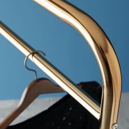 Erwin/エルヴィン ゴールドハンガー 幅91cm ゴールドカラーと太めパイプで、シンプルデザインなのに存在感たっぷり。