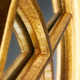 Window Style/ウィンドウスタイル ホワイト 壁掛けミラー・ウォールミラー(ホワイト/ゴールド) フレームがミラーに映り込むことで、より奥行きを感じさせてくれます。