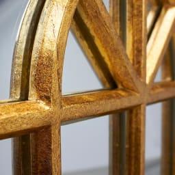 Window Style/ウィンドウスタイル ホワイト 壁掛けミラー・ウォールミラー(ホワイト/ゴールド) アンティーク風のムラのある塗装が特徴です。