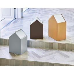 お家のダストボックス 生活感を軽減する、かわいい家型のごみ箱です。