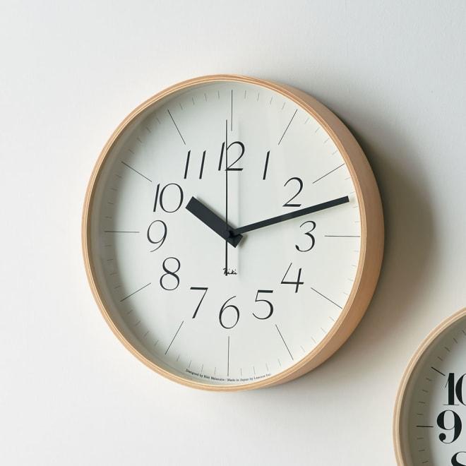 RIKI CLOCK/リキクロック 電波時計 径30.5cm[デザイン:渡辺力] サンセリフ体 ジャパニーズデザインのパイオニア渡辺力による見やすさを重視したシンプルかつ軽やかなデザイン。正確な時を刻む電波ムーブメントを採用しています。