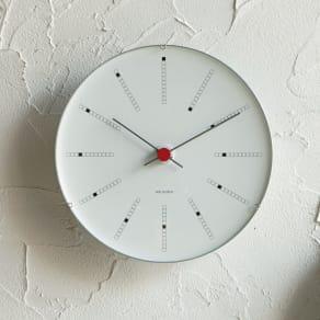 ARNE JACOBSEN/アルネヤコブセン 壁掛け時計 バンカーズ 径21cm 写真