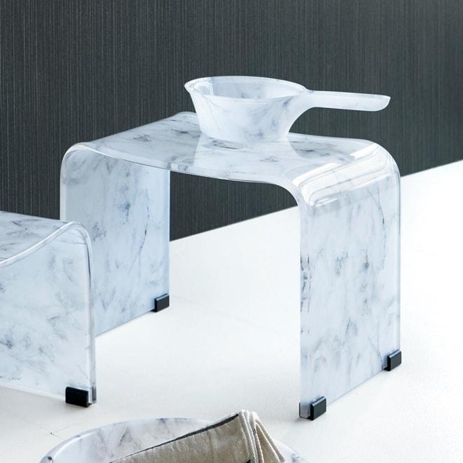 マーブル調バスチェア 人気の大理石柄を、透明感のある素材でつややかに表現しました