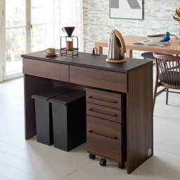 Ruffalo/ラファロ 間仕切りキッチンカウンター 幅120cm高さ85cm デスク型のキッチン収納で、大型ごみ箱を隠しつつキッチンとダイニングの間の空間を緩やかに間仕切ります