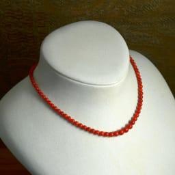 大倉珊瑚店/ユキコ・オオクラ  血赤珊瑚 グラデーション ネックレス 着用例