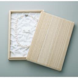 花珠アコヤ真珠 ネックレス&イヤリング・ピアスセット 大切に保管できる桐箱に入れてお届けします。