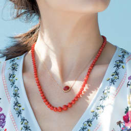 YUKIKO OKURA/ユキコ・オオクラ 地中海珊瑚 ネックレス 着用例 ※上に重ね付けしているネックレスは別売りです。