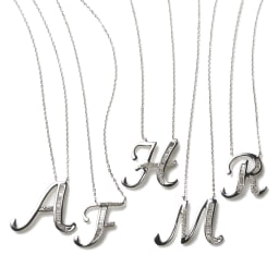 K18WG バゲットダイヤ イニシャル ペンダント 左から A F H M R