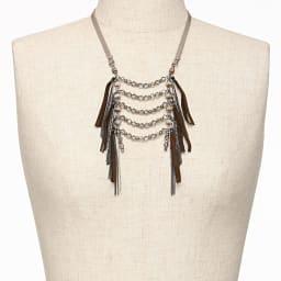 ATELIER METARINA/アトリエ メタリナ レザー使い ロングデザイン ネックレス 着用例