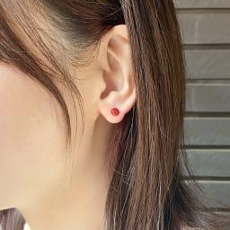 YUKIKO OKURA/ユキコ・オオクラ K18 血赤珊瑚 ピアス 着用例
