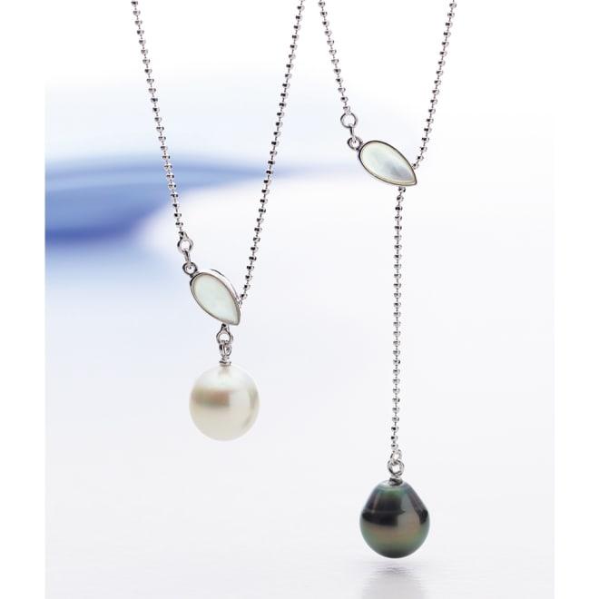 SV 11mm白蝶・黒蝶バロックパール クリップ式ペンダント 左から(ア)白蝶真珠 (イ)黒蝶真珠