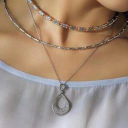 Pt 1ctダイヤ パヴェ ペンダント 着用例 ※上に重ねづけしているマグネットネックレスは別売りです。