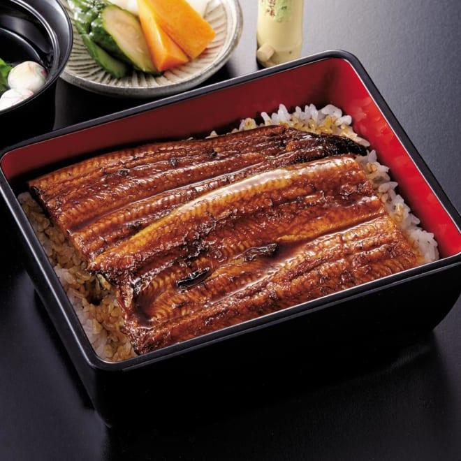 愛知・三河産 うなぎ蒲焼 3尾セット 【盛り付け例】ふっくら肉厚で良質な脂の甘さ、柔らかい食感のうなぎをお楽しみください。