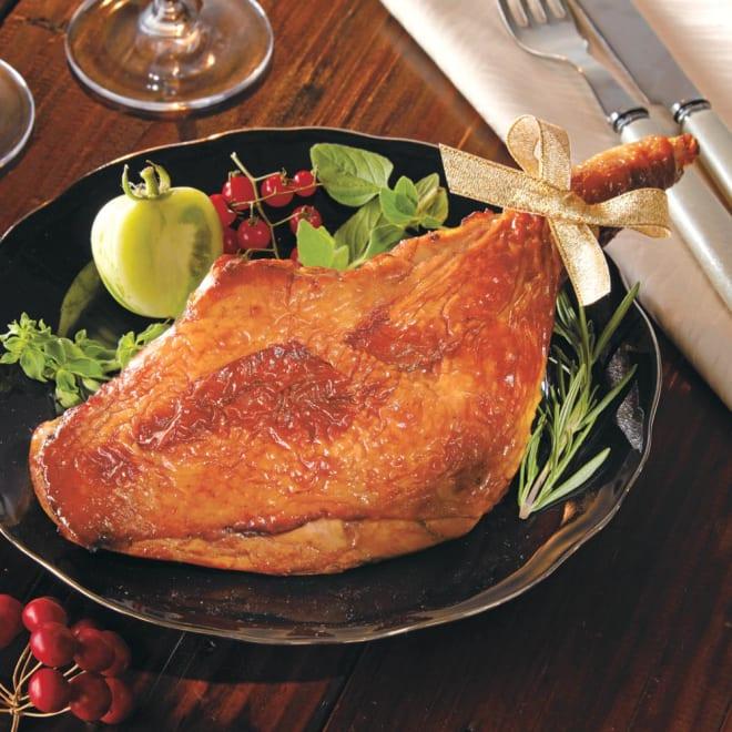 阿波尾鶏のローストレッグ  【通常お届け】 【盛り付け例】弾力のある阿波尾鶏。贅沢にローストレッグにしました。大きさと弾力感のある旨みをお楽しみ頂けます。