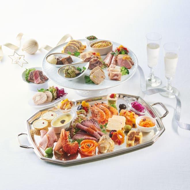 「ポルトファーロ」 洋風オードブル 約3~4人前 二段重【年末お届け】 盛り付け例(手前の銀皿は「一の重」、奥の陶器の食器3種は「二の重」)